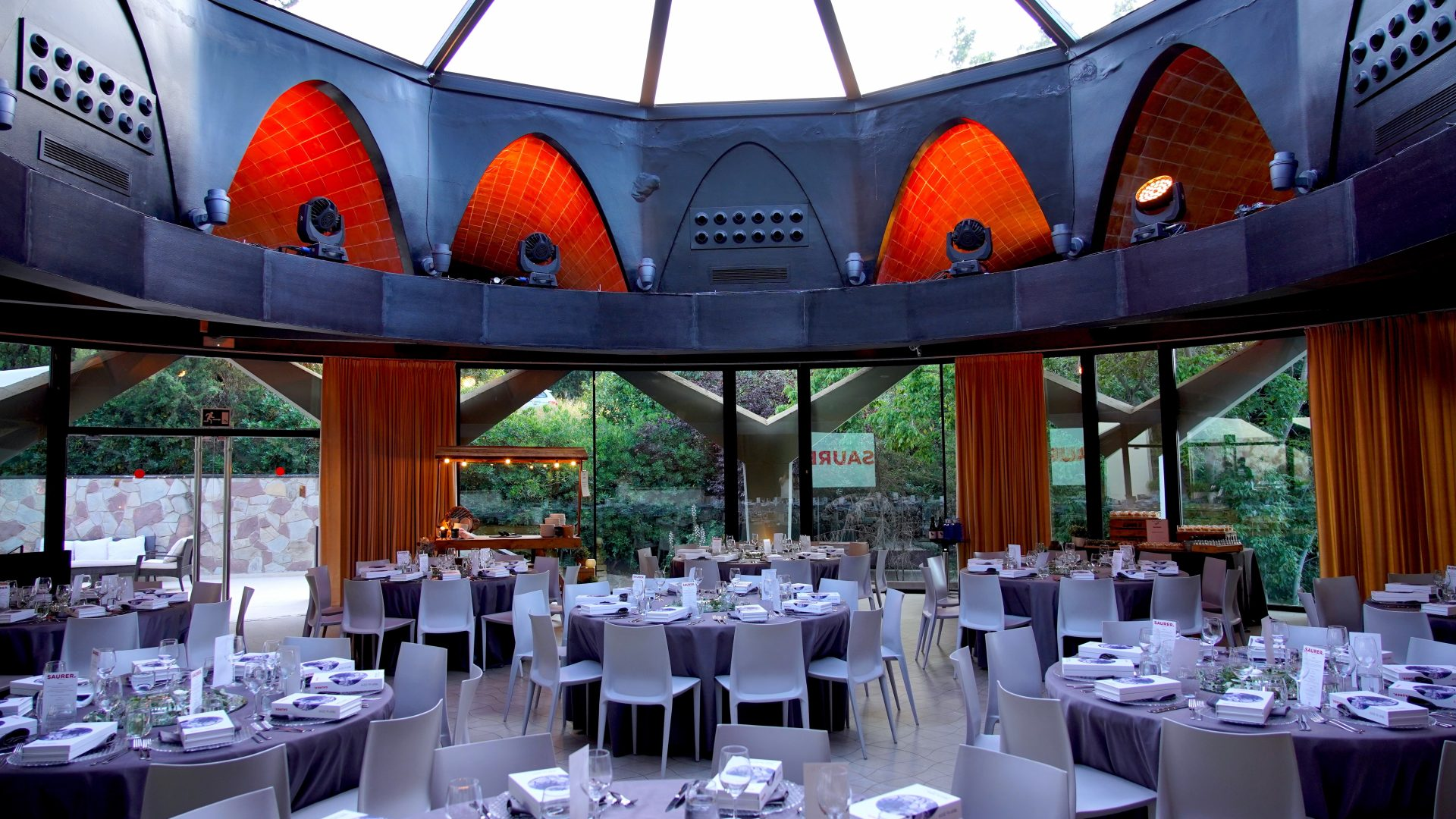Dinner dressing at a Barcelona venue in Montjuic area