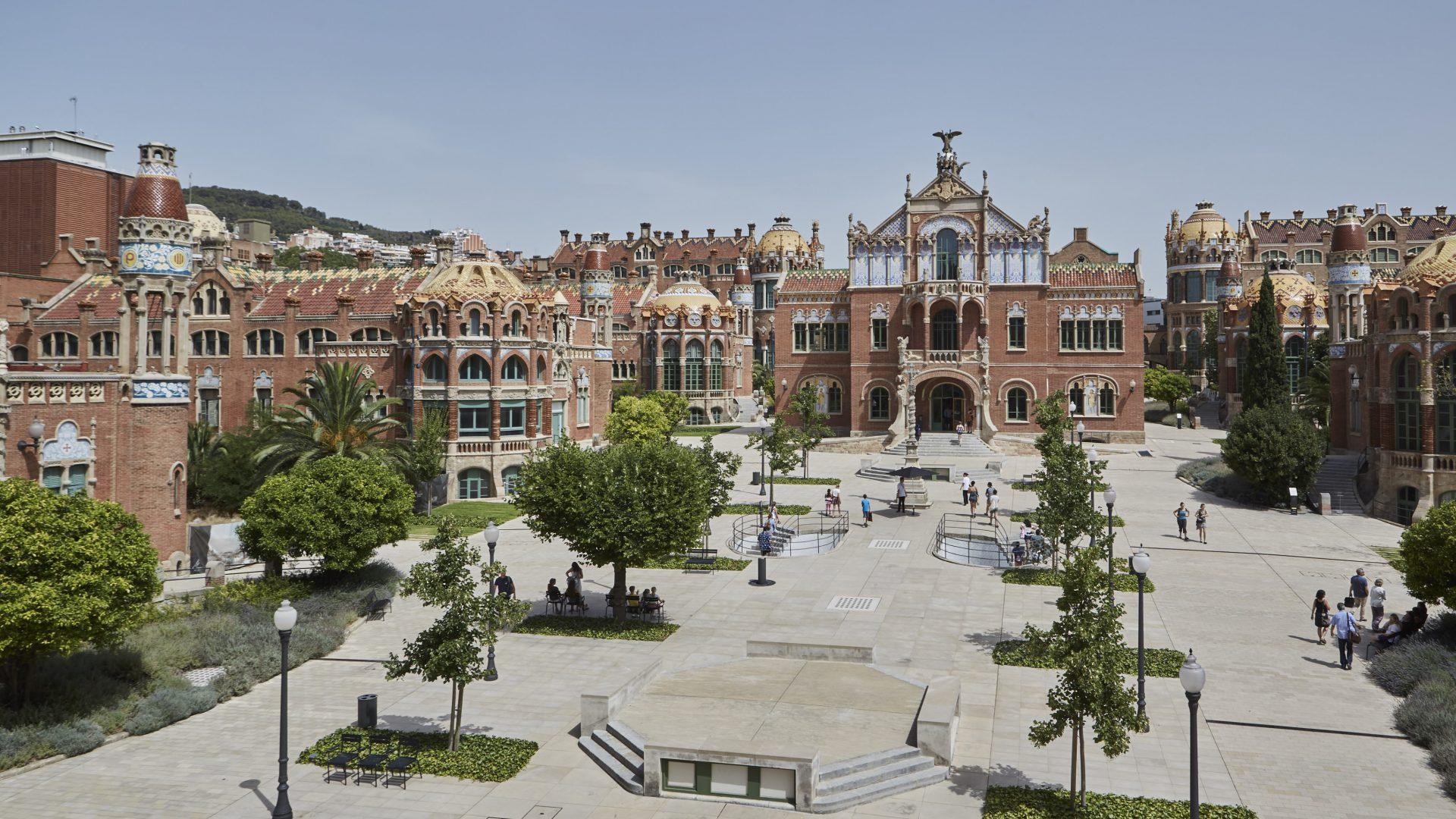 Modernist architecture - event venue Barcelona - outside plaza
