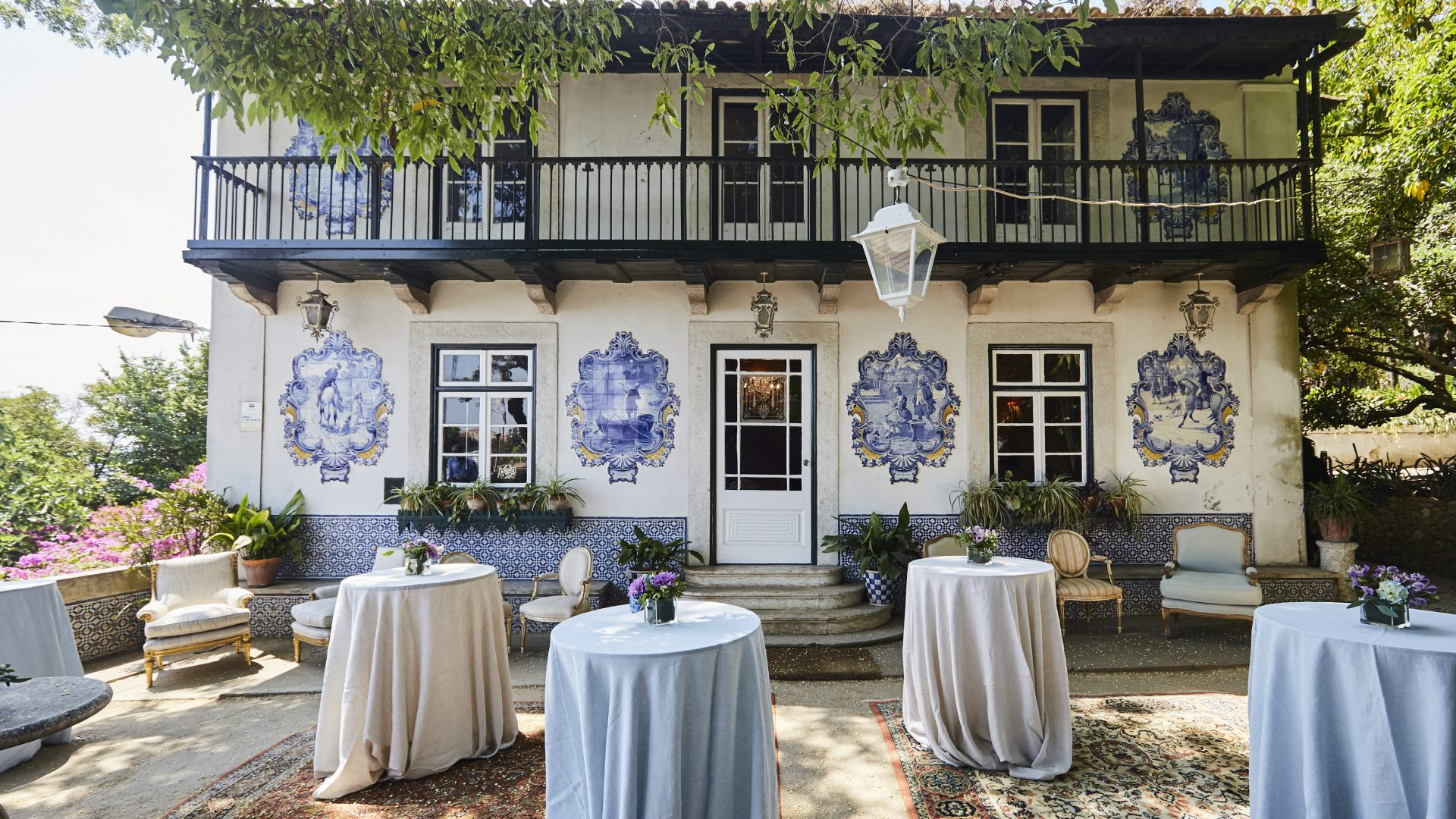 Outdoor patio of a venue for corporate events in Lisbon